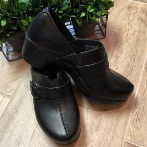 New! Dansko Jane Black Leather Clogs